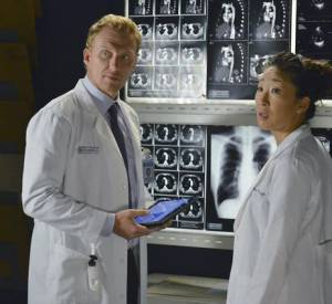 "Cristina Yang (Sandra Oh) et Owen Hunt (Kevin McKidd) dans ""Grey's Anatomy""."