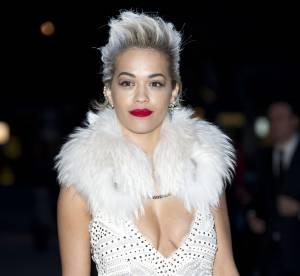 Rita Ora : un décolleté ultra-sexy qui nous en met plein les yeux !