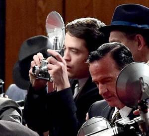 """Robert Pattinson incarne le personnage de Dennis Stock dans le film """"Life""""."""
