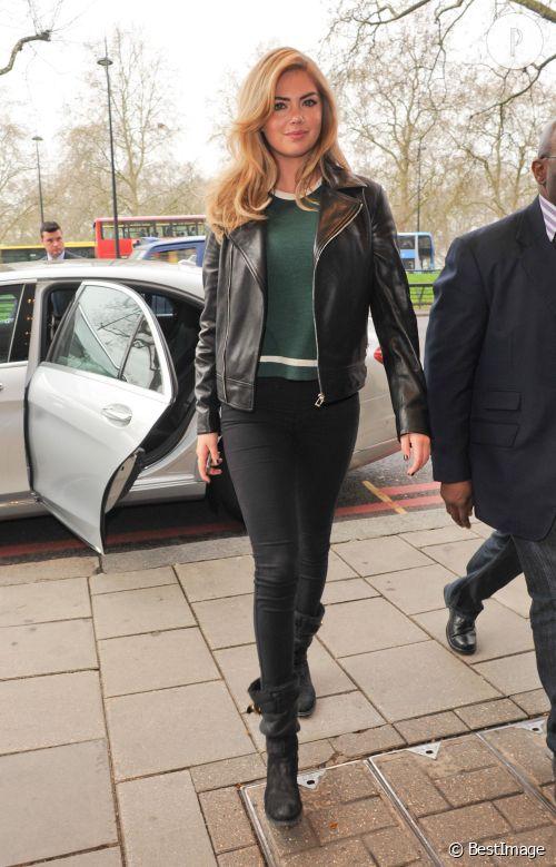 Kate Upton, chic et sexy à Londres.