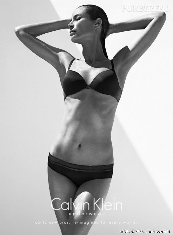 Christy Turlington (44 ans ici) pose pour la campagne de l'Automne 2013 Calvin Klein Underwear. Elle n'a pas pris une ride.