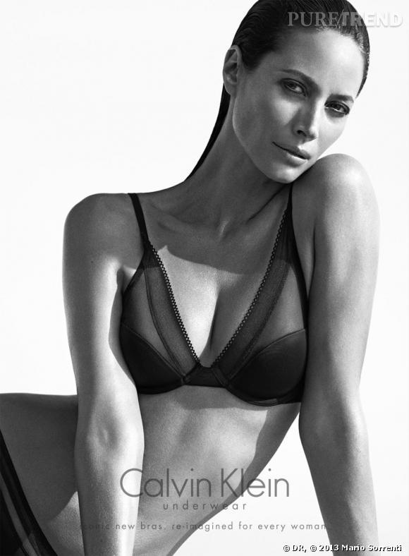 Christy Turlington (44 ans ici) pose pour la campagne de l'Automne 2013 Calvin Klein Underwear.