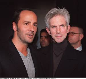Tom Ford et Richard Buckley au défilé Yves Saint Laurent Automne-Hiver 2001/2002.