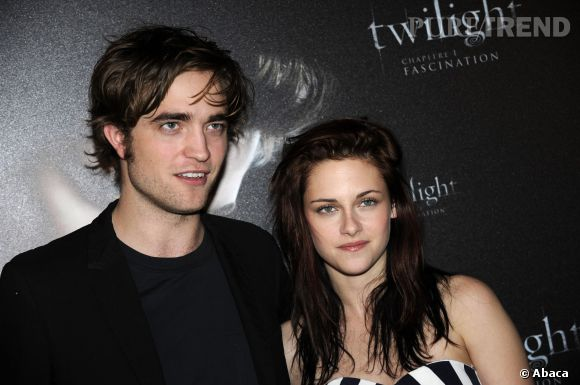 """Kristen Stewart et Robert Pattinson présentent """"Twilight"""" en décembre 2008."""