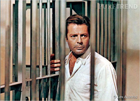 "Marcello Mastroianni dans ""L'étranger"" de Visconti."