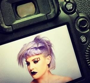 Kelly Osbourne a posté son dernier look au crâne à moitié rasé, sur son compte Instagram.