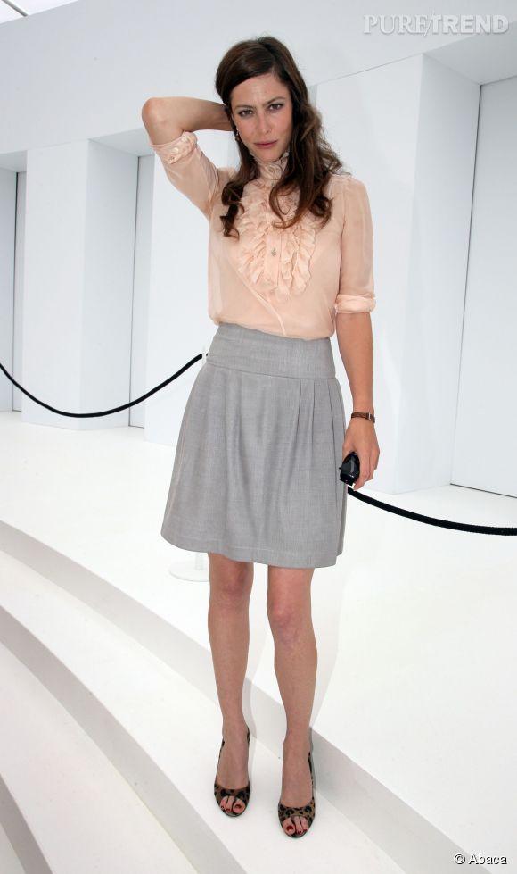 Anna Mouglalis dans une belle tenue pastel, en juillet 2006.