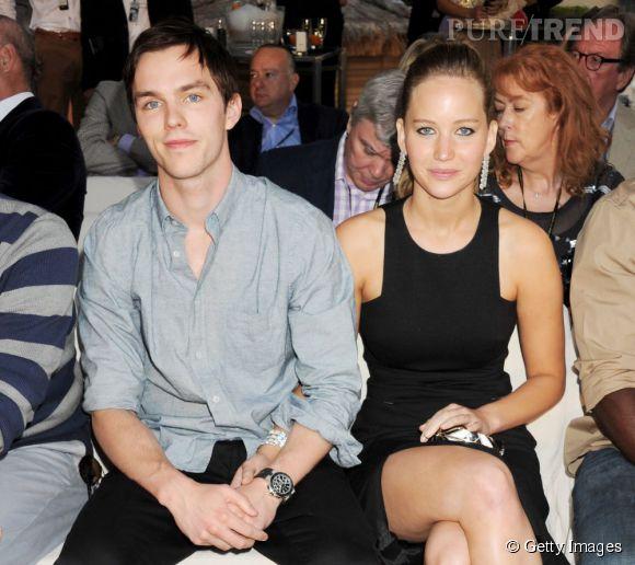 Jennifer Lawrence et Nicholas Hoult : nouvelles rumeurs de fiançailles pour une bague portée à l'auriculaire par l'actrice !