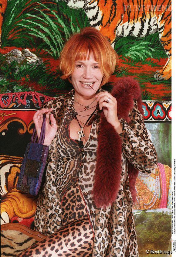 Clémentine Célarié en rousse flamboyante en novembre 1998.