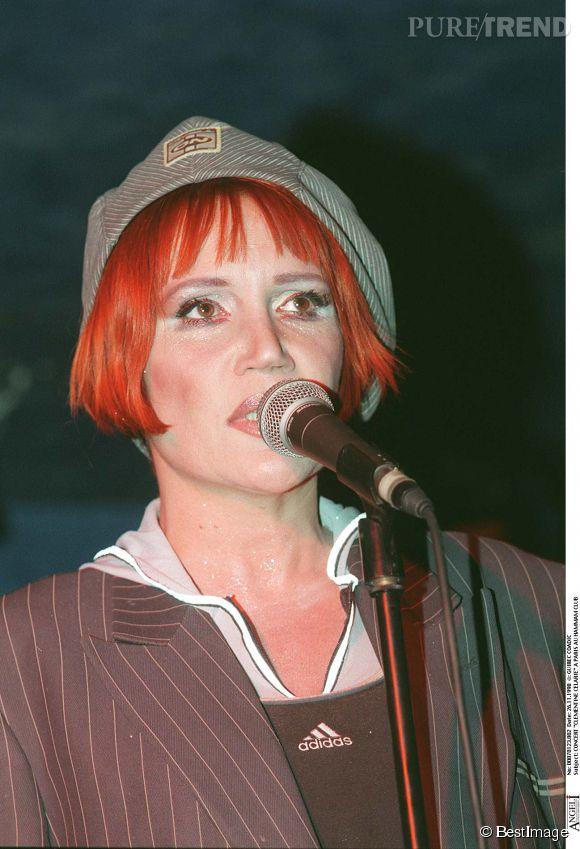 Clémentine Célarié, ultra rousse au Hammam Club en novembre 1998.