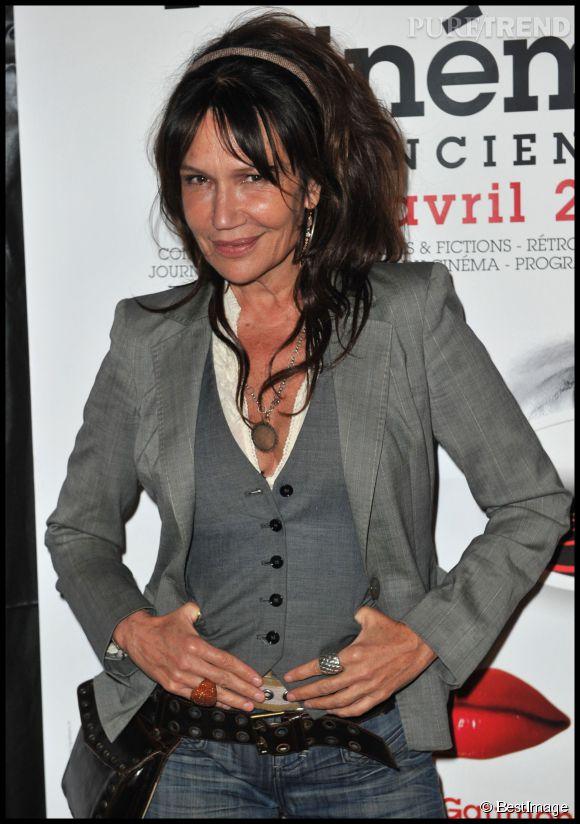 Clémentine Célarié en brune lors de le soirée de gala du Festival 2 Cinéma de Valenciennes.