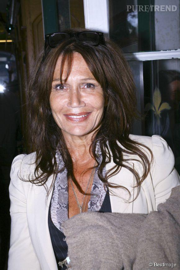 Clémentine Célarié en châtain, sa couleur naturelle, en août 2012.