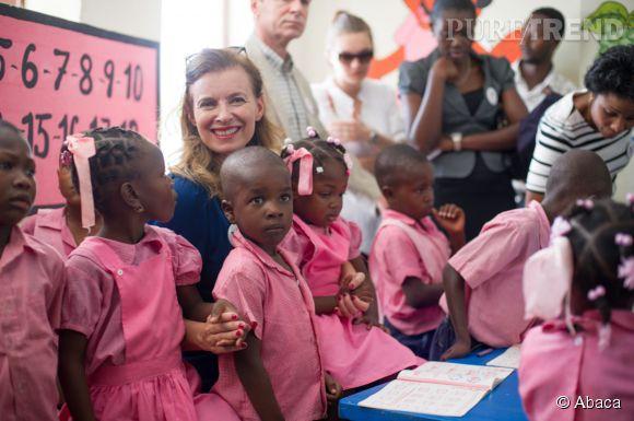Valérie Trierweiler en voyage à Haïti pour le Secours Populaire.