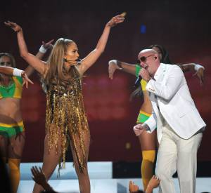 Le clip We are one, hymne officiel de la coupe du monde de football 2014, vient d'être dévoilé part Jennifer Lopez et Pitbull.