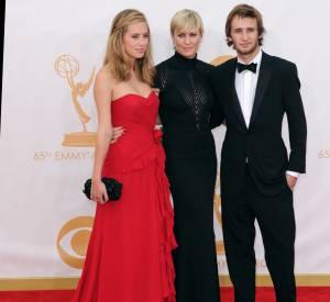Dylan Penn, sa mère et son frère lors des 65ème Emmy Awards.