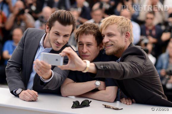 Gaspard Ulliel, Bertrand Bonello, et Jérémie Reigner nous refont le selfie des Oscar sur le plateau du Grand Journal.