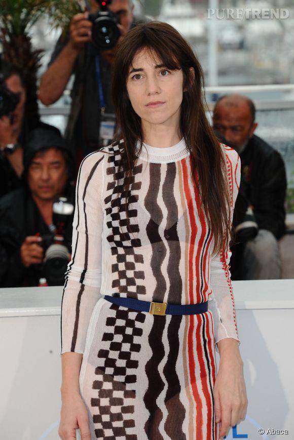 """Charlotte Gainsbourg arbore une robe transparente Louis Vuitton pour le photocall de """"Incompresa"""" à Cannes, le 22 mai 2014."""