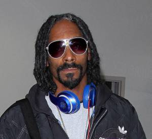 Evidemment son ami Snoop Dogg porte son casque siglé Beats Electronics.