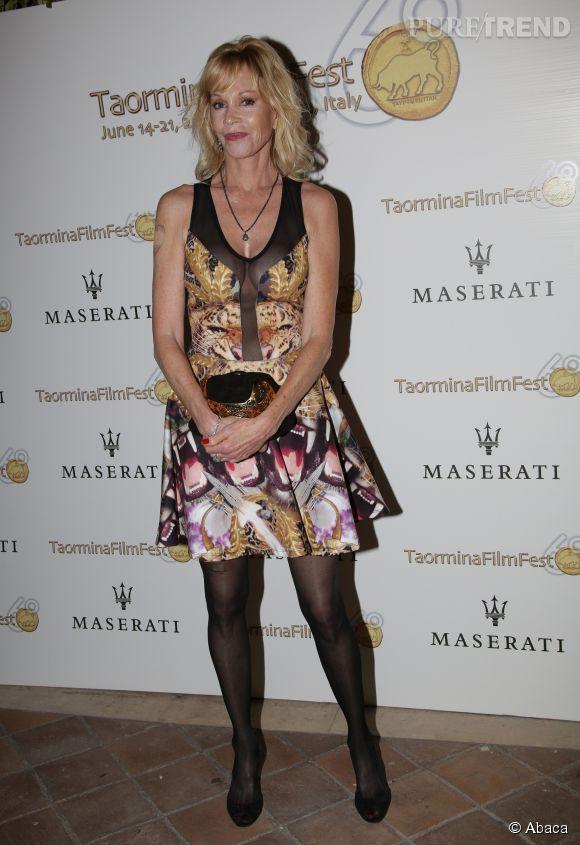 Melani Griffith a fait effacer son tatouage d'amour, c'est ce qu'on a pu voir lors du cocktail Maserati du festival du film de Traormina en Italie, le 17 juin 2014.