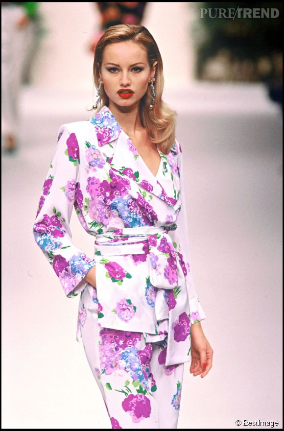 Adriana Karambeu, mannequin pour Yves Saint Laurent en 1994.