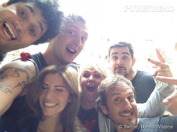 """Valérie Damidot, le selfie avec la """"team froussards""""."""