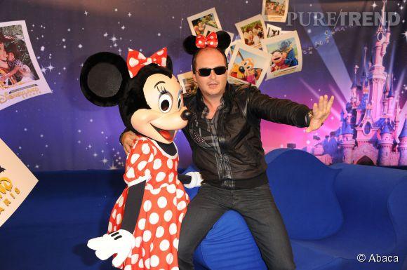 Cauet et Minnie le 2 avril 2011 à Disneyland Resort Paris.