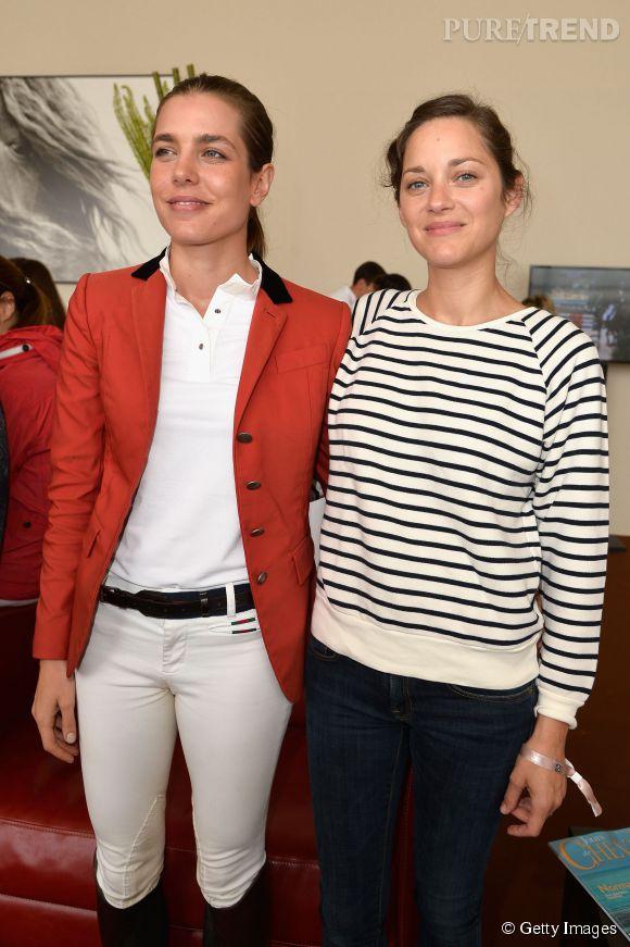 Charlotte Casiraghi pose avec Marion Cotillard au Paris Eiffel Jumping.