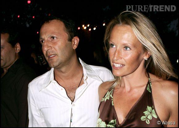 L'animateur a été marié un temps à l'ancien top Estelle Lefébure. Ici, le couple était à Saint Troper en août 2005.