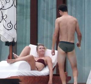 Maria Sharapova : farniente en bikini avec son amoureux, une bombe en vacances