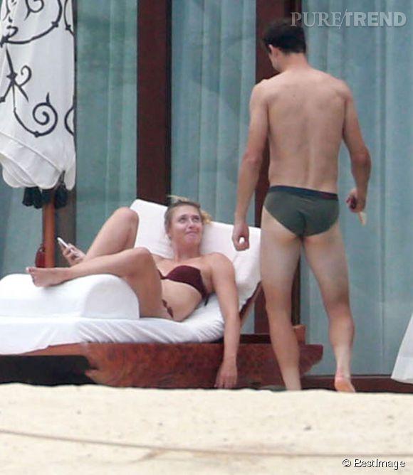 Maria Sharapova, en vacances à Cabo avec son homme, Grigor Dimitrov. Pas mal non plus le petit slip !