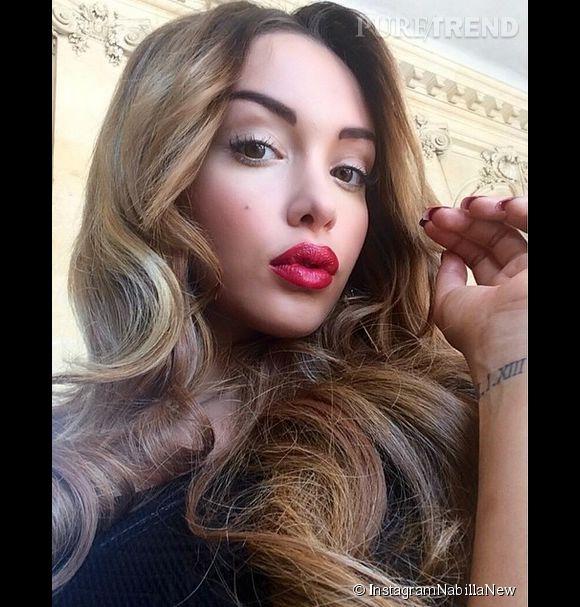 Nabilla poste des seflies dès qu'elle le peut sur Instagram.