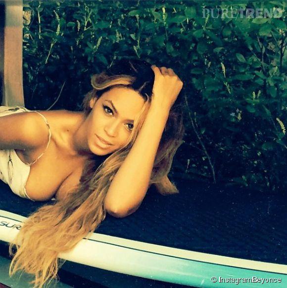 Depuis plusieurs jours, Beyonce poste des photos d'elle en solo très sexy. Une façon de montrer à son mari ce qu'il est en train de perdre?