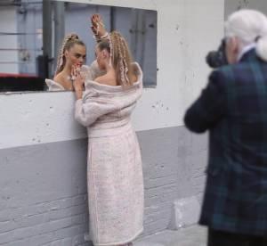 Karl Lagerfeld coach Cara Delevingne et Binx Walton pour Chanel