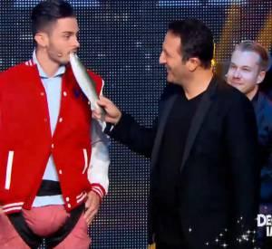 """Baptiste Giabiconi dans l'épreuve """"Décollage Immédiat"""" sur TF1 dans l'émission """"Ce soir tout est permis avec Arthur"""" vendredi 1er août 2014."""