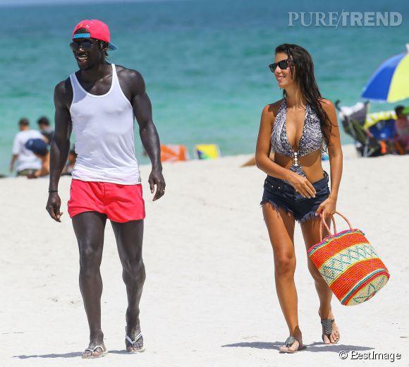 Après avoir enflammé les plages de Miami Bacary Sagna et sa femme Ludivine reviennent à Manchester où le joueur des Bleus vient d'être recruté.
