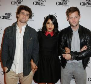 """Arthur Dupont, Leila Bekhti et Nicolas Duvauchelle lors de la première du film """"Maintenant ou jamais"""" le 10 juillet 2014. Elle joue le rôle d'une mère de famille qui devient braqueuse dans ce film qui sortira le 3 septembre 2014."""