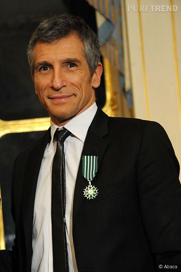 Nagui a beau avoir une belle médaille, il est critiqué par  Le Figaro  pour son humour graveleux, son incontinence verbale à l'antenne, son mépris envers les auditeurs. Ça fait mal !