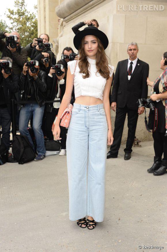 Alma Jodorowsky se fait toujours remarquer aux défilés auxquels elle assiste, comme ici chez Chanel en octobre 2013.