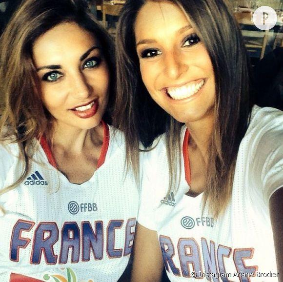 Ariane Brodier et Laury Thilleman, un duo de copines super canons pour soutenir l'équipe de France de basket !