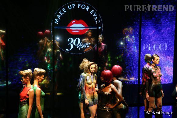 Les maquilleurs MUF ont reproduit sur des mannequins à la peau nue des robes de créateur en body painting. L'effet était saisissant !