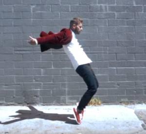 """Le beau gosse, M. Pokora, est loin d'être un débutant dans le monde de la danse comme nous le prouve sa vidéo de promo pour son dernier opus """"R.E.D""""."""