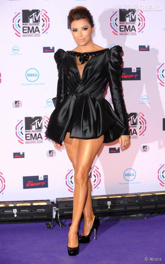 Eva Longoria sort sa petite robe noire la plus sexy aux MTV Europe Music Awards 2010.