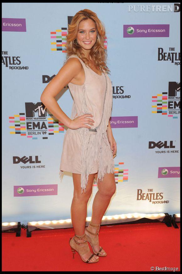 Bar Refaeli étonnament sage aux MTV Europe Music Awards 2009 toujours à Berlin.