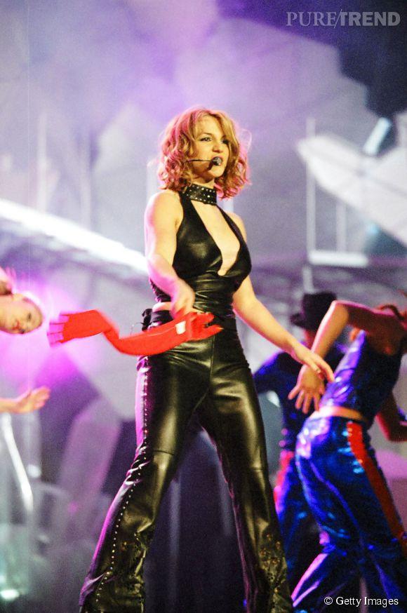 Britney Spears fait des ravages avec sa combi en cuir aux MTV Europe Music Awards 1999 à Dublin.
