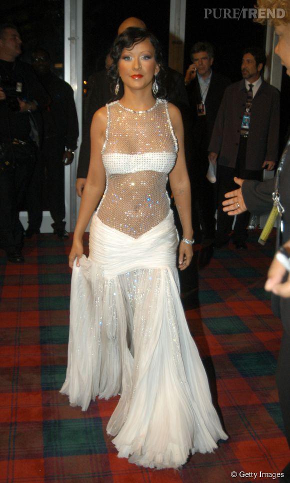Christina Aguilera nous pique les yeux aux MTV Europe Music Awards 2003 à Edimbourg.