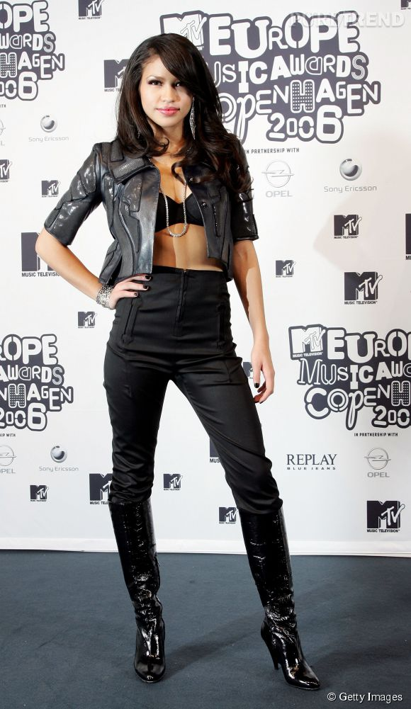 Cassie ose le soutien-gorge apparent avant l'heure aux MTV Europe Music Awards 2006 à Copenhague.
