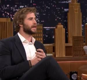 """Liam Hemsworth confie sur le plateau de """"The Tonight Show"""" qu'embrasser Jennifer Lawrence est désagréable."""