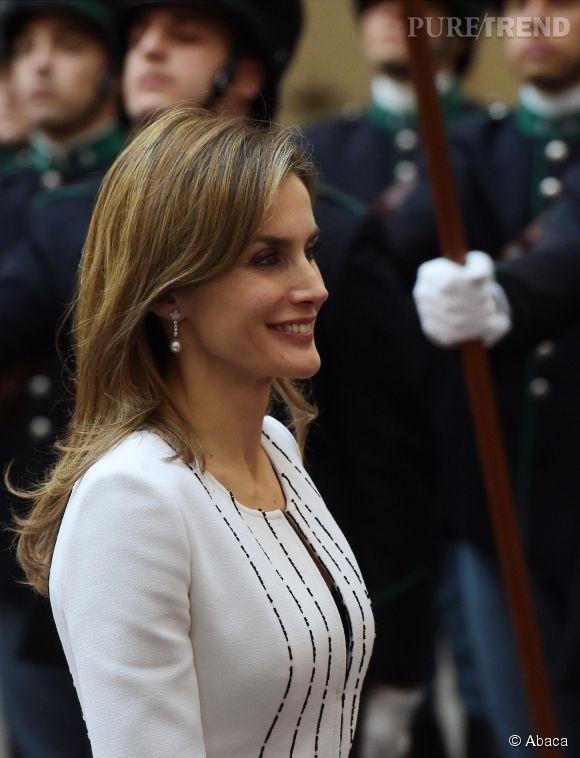 Souriante et professionnelle, Letizia d'Espagne a attiré tous les regards ce mercredi 19 novembre.