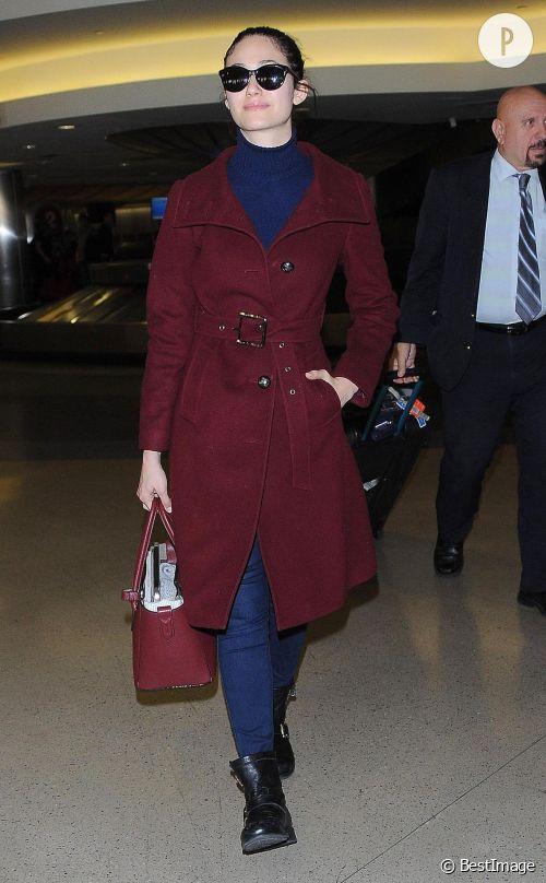 Emmy Rossum, un look bicolore et de saison à shopper !