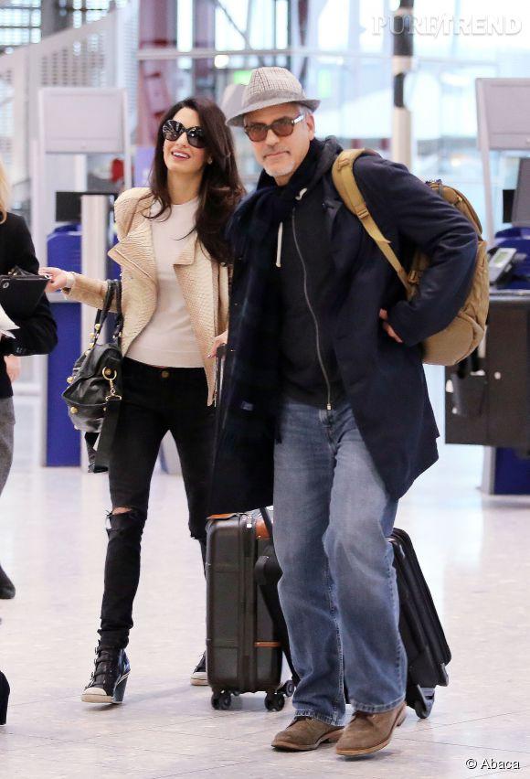 Amal et George Clooney, photographiés aujourd'hui à l'aéroport d'Heathrow.